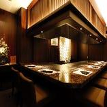 【専属シェフ付完全個室】優美な装花やアートに彩られた上質空間|4~7名様×2部屋