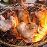 [炭火でじっくり] つくば鶏をご自分で焼いてお愉しみあれ