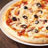 アンチョビとブラックオリーブピザ