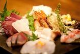 まずは料理長こだわりの産直鮮魚のお造りを。