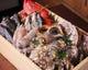 旬の魚介を産地直送で仕入れ。お造りや自家製の一夜干しで。