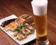 希少で滋味深い川俣軍鶏の串焼きで、ビールを一杯。