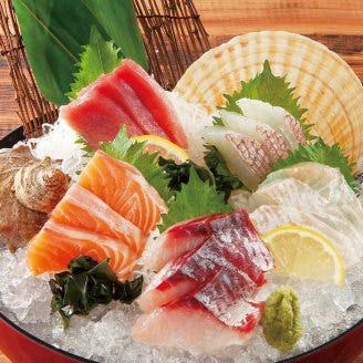 お造りから海鮮鍋まで海の幸が豊富!