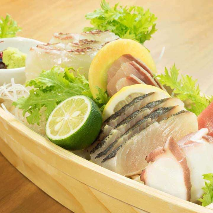 近郊の新鮮なお魚をお造りでお楽しみください