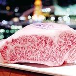 夜景を眺めながら神戸ビーフを堪能。お造り、釜炊きご飯も楽しめる『名物陶板焼きコース』