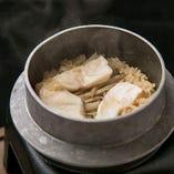 瀬戸内産の鯛を使用した鯛の釜飯