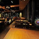 神戸夜景を望むテーブル席で、家族揃ってのお食事や特別な宴をどうぞ