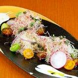 発芽野菜と県産トマトのミックスサラダ おろしドレッシング