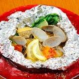 季節魚と浅利のホイル包み アクアパッツァ