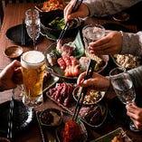 気のおける仲間と囲むお料理とお酒は格別!当店自慢の馬刺しや珍味、焼き鳥などなど…お好きなものを召し上がれ♪