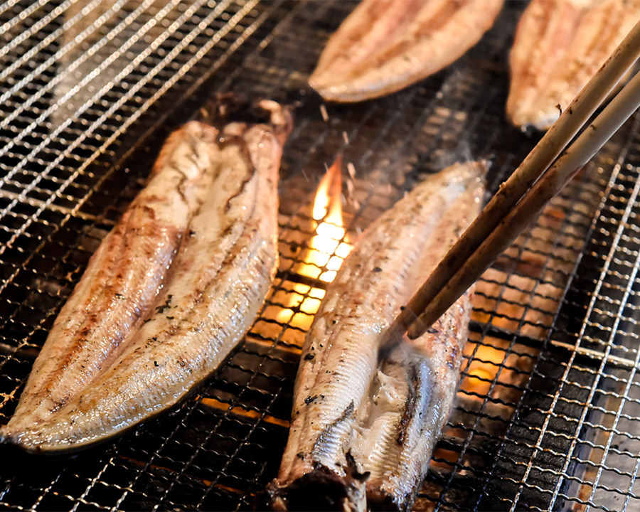 その日の鰻に合わせた丁寧な素焼き