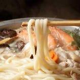 【自家製うどん】 コシが強くモチモチ食感の麺が特徴です!