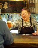 ⑥「お待たせしました!」 注ぎたてのビールは最高の味!