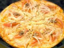 アンチョビ・オニオン・トマトのピザ