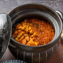 オーダーを受けて炊き上げる土鍋ご飯