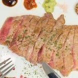 リブロースの牛ステーキ