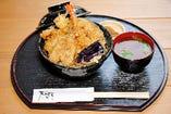 本格天ぷらをお値打ちに食べられる。ランチは税込1000円ポッキリ