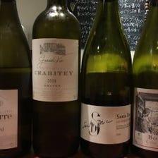 各国から選りすぐりのワインとともに