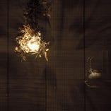簾の雰囲気は板や壁とは違う不思議なプライベート感を演出いたします。
