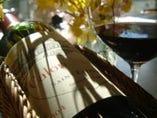フランスワインを中心に多種類のワインを取り揃えております。