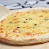 ブルーチーズと蜂蜜の白いピッツァ