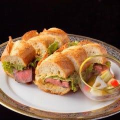 仙台牛ももステーキサンドとコンソメスープ(温or冷)/フランスパン