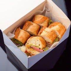仙台牛ももステーキサンド(フランスパン):テイクアウト! パンのハーフ&ハーフ(食べ比べ)あり。