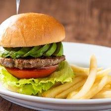 肉汁滴る13種類の絶品ハンバーガー