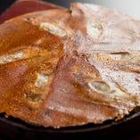 ◇秘伝の羽根!◇ 羽根には、ほんのり味付けし、パリパリに焼き上げております。 そのままでも良し、食べるラー油をのせても良し、大根おろしでさっぱりも良し!