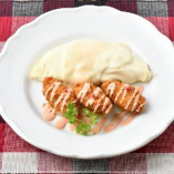純白のハーフオムライスと牡蠣フライ