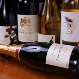 修行を重ねたワイン好きなシェフが厳選した世界のワインを常時20本以上