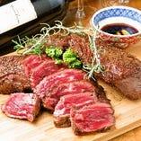 こだわりの肉前菜にワインもすすみます。シェフのイチオシです。