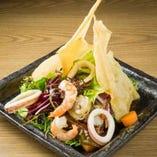「ミウミ」の海鮮アジアンサラダ