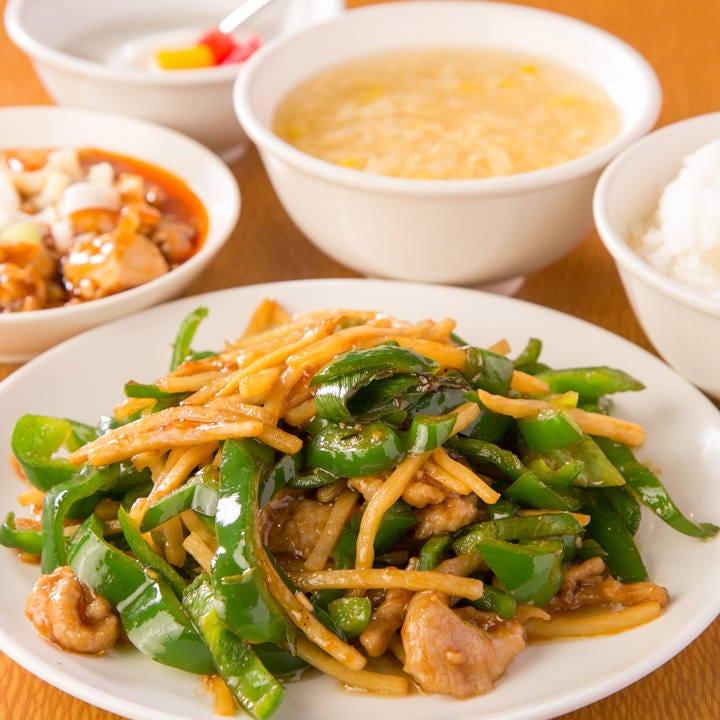 ランチの定食は全て、麻婆豆腐・スープ・ライス・デザート付!