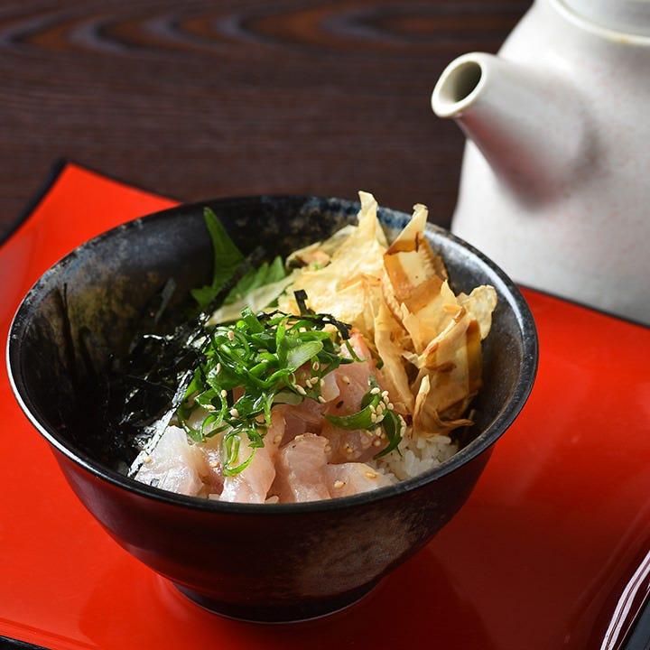『和風出汁茶漬け飯』は、ごまカンパチの他、海鮮と明太子と鮭も