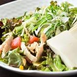 蒸し鶏豆腐胡麻サラダ