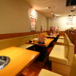 【1階ソファー席/18名様まで】会社宴会、歓迎会にも最適!居心地の良い空間をご提供。
