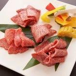 「希少部位盛合せ」は牛松イチオシの一皿。牛1頭から少量しか取れない希少部位を盛り合わせました。