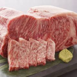 きめ細やかなサシが見事な、柔らかい肉質の鹿児島産黒毛和牛。溶け出す脂の甘み、赤身のコクと旨みが絶品です。