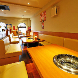 テーブルを4卓使えば、18名様までの宴会にも対応可能です。