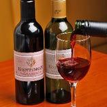 お肉の逸品には、ワインもよく合います。