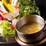 安全で、新鮮な野菜をご用意しています。お薦めのバーニャカウダ