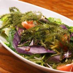 海ぶどうと島野菜サラダ