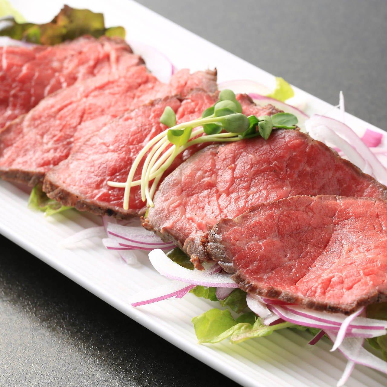 数量限定!国産もも肉を使用した自家製ローストビーフは絶品!
