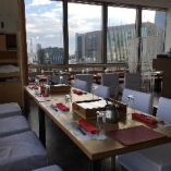 【夜景の見える席 】窓際に沿ったテーブル席!レイアウト自在 最大20名様までOK♪