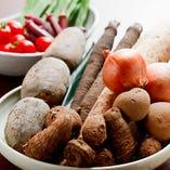野菜は三田の有機野菜、地元高槻でとれる旬の野菜を中心に仕入れています。