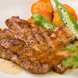 三元豚ロース肉のステーキ 和風からしソース