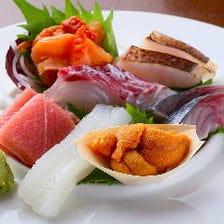 毎日市場で買い付ける旬鮮魚