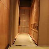 しっとりした京風情を感じられる空間