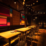 【テーブル席】町家を改装した趣深い空間に、異国情緒を取り入れたお洒落空間